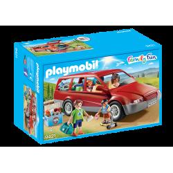 Famille avec voiture-9421